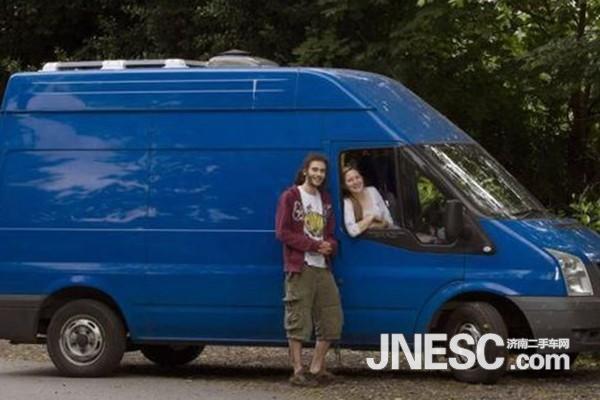英情侣改装二手福特欲游遍欧洲高清图片