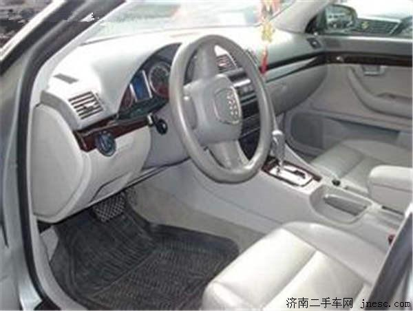 灰色汽车内饰搭配哪种颜色脚垫好?