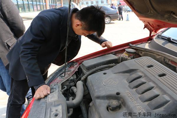 济南华瑞源二手车市场资深评估师团队提供的这8个二手车评估不可忽视的规则,是在成千上万次的实践中总结出来的。如果您想卖车,可以登录http://www.jnesc.com/escpg/评估或者拨打热线电话0531-82745114,届时,济南二手车评估师会给您详细解答车价。