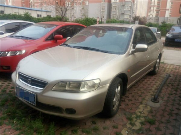 本田雅阁2001款 VTi-L 2.3L 自动标准版