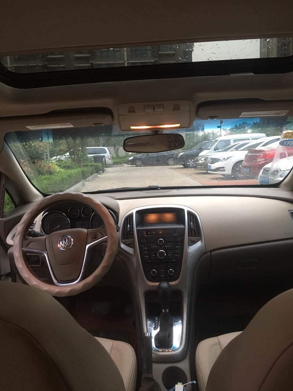 6l 自动时尚版  车主说明 :2011年底 最高配别克英朗 自动挡 天窗