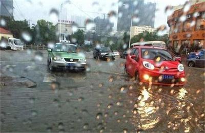 暴雨天气如何开车 ? 这些小技巧能帮你 !