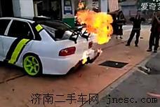 火力十足 战神尼桑当街秀喷火